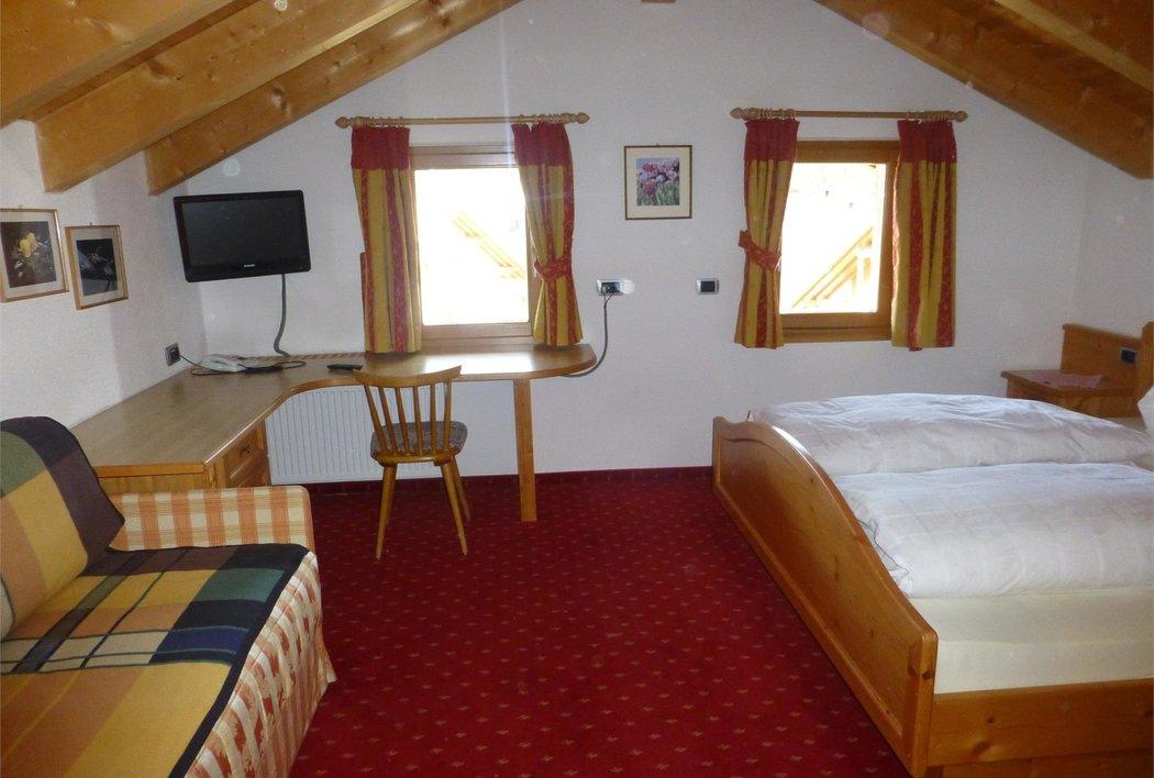 Doppelbett mit Sofa