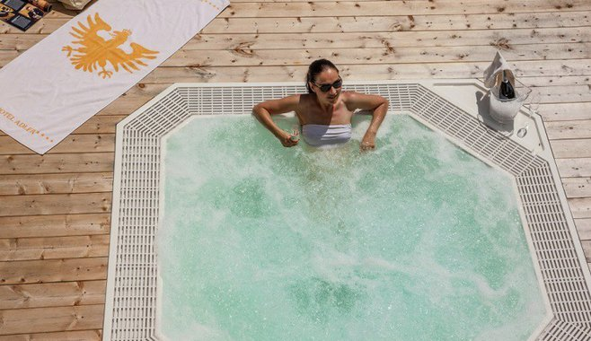 Sonnenhotel Adler Spa & Nature Adults only - Externer Whirlpool