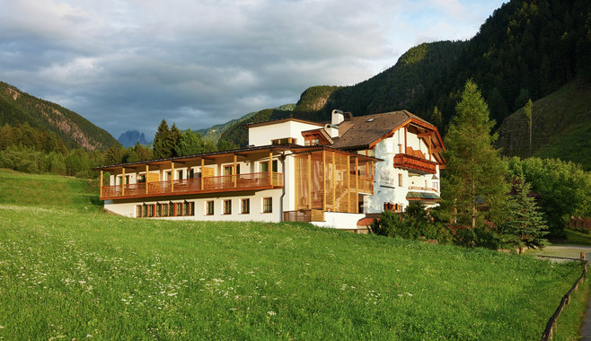 Alpin Stile Hotel  - Out side