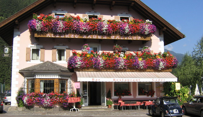 Albergo Gader - Outside view of our albergo Gader