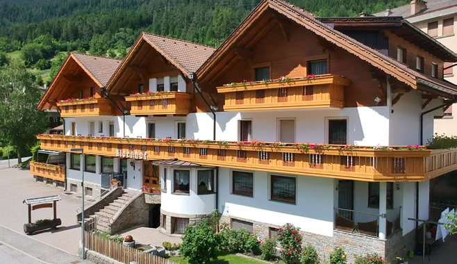 Pension Alpenhof - Hotel in Gossensass