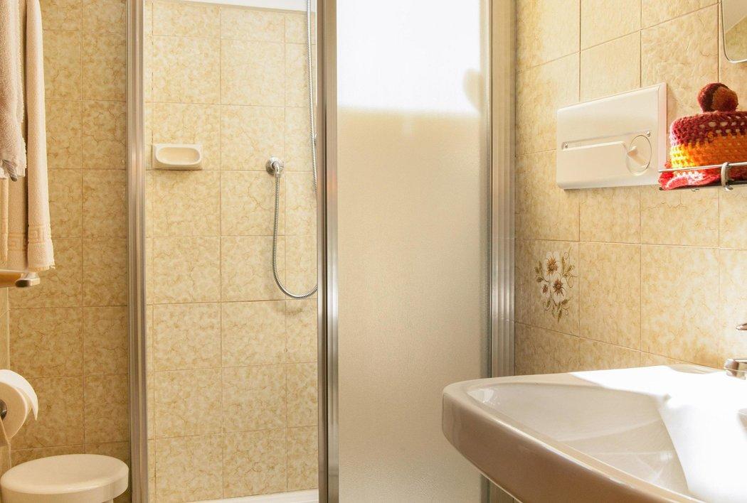 Unsere Zimmer verfügen über Dusche/WC.