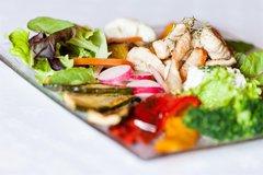 Salatteller mit Hühnerbrust