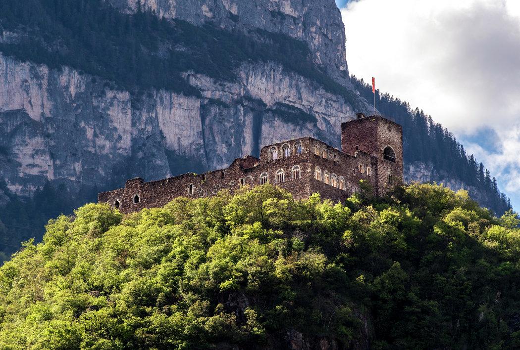 Burg© Helmuth Rier-eppan.com